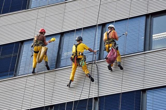 خدمات نمای ساختمان با طناب